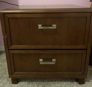 Real wood night stand for Sale in Haines City, FL