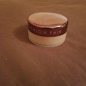 Fashion Fair Loose Powder - Amber for Sale in Sayreville, NJ