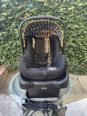 baby car seat for Sale in Norwalk, CA