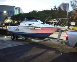25 Feet Bayliner Trophy Twin Engine Boat with Trailer for Sale in Miami, FL