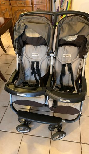 Double stroller for Sale in Pembroke Park, FL