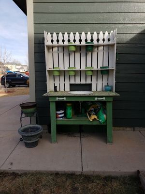 potting bench with sink for Sale in Fountain, CO