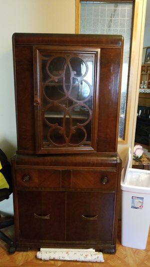 Antique china Cabinet for Sale in Tifton, GA