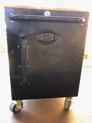 Husky rolling tool box for Sale in Orlando, FL