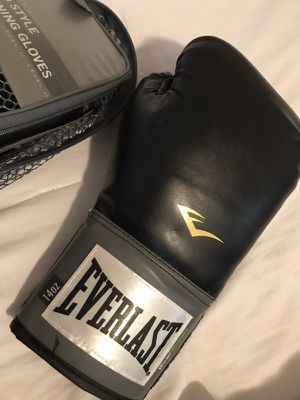 Brand new pro style training gloves. Suitable for heavy bag training, mitt work, sparring. 14 ounces. Pink wraps and jump rope included. for Sale in Boston, MA