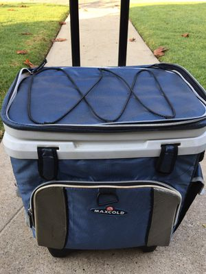 Igloo Roller Cooler for Sale in Los Angeles, CA
