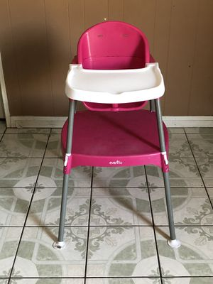 EVENFLO BABY HIGH CHAIR 3 in 1 for Sale in Riverside, CA
