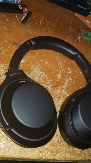 Sony wireless noise cancelling HeadPhones for Sale in Severna Park, MD