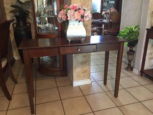 Cute entry table for Sale in Phoenix, AZ