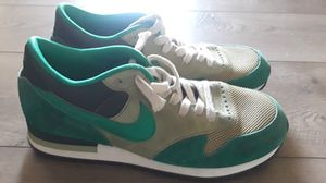 8 1/2 NIKE RUNNING SHOES for Sale in Los Angeles, CA
