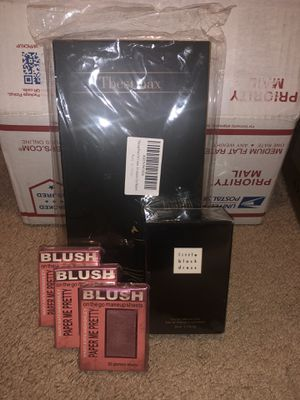 Blush,perfume,brushes for Sale in Watauga, TX