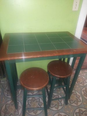 Table and stools / dining room table for Sale in Cleveland, OH