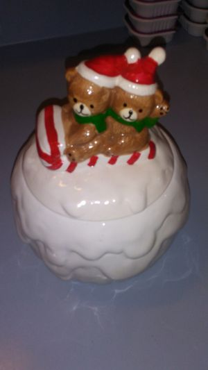 VINTAGE CHRISTMAS AROUND THE WORLD SNOWBALL CANDY / COOKIE JAR for Sale in Voorhees Township, NJ