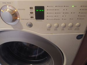 Front load Washer and Dryer machines in great condition for Sale in Chantilly, VA