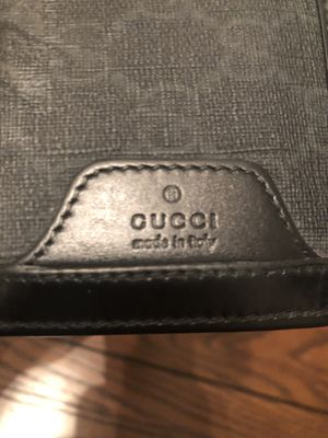 Gucci bifold wallet GG Supreme grey/black for Sale in Gulfport, MS
