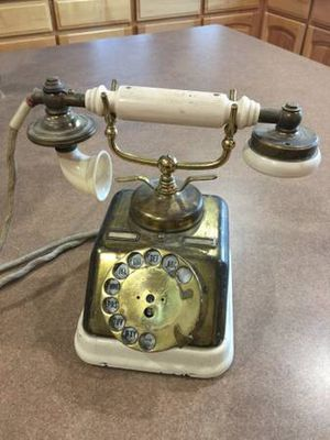 Vintage phone for Sale in Wellington, CO