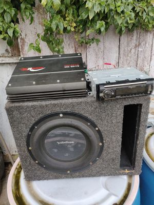 Subwoofer Rockford fosgate p3 10 amp Bluetooth stereo for Sale in Modesto, CA