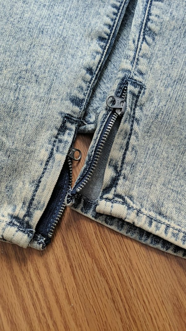 AUTHENTIC Guess light wash ripped jeans