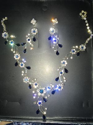 GORGEOUS & AUTHENTIC MATCHING NECKLACE & EARRINGS SET- DIAMONDS, SWAROVSKI CRYSTALS, BLUE AGATE GEMSTONES, STERLING SILVER, & WHITE GOLD!! NEVER USED for Sale in St. Louis, MO