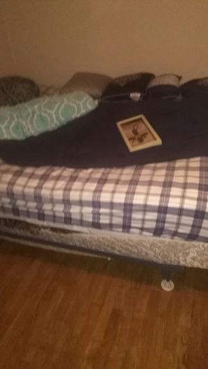 Queen size bed and frame for Sale in Chaffee, MO