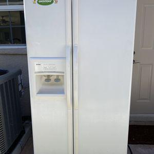 Free Kenmore refrigerator for Sale in St. Petersburg, FL