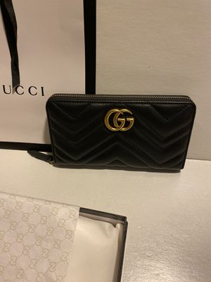 gucci black leather zip wallet for Sale in Queens, NY