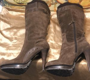 GUESS Brown Suede Boots - Size 6 for Sale in Dana Point, CA