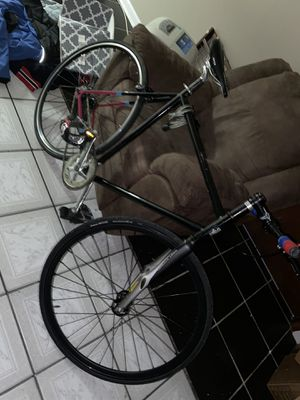 Fixie bike $150 or best offer great condition moving need gone ASAP for Sale in Morton Grove, IL