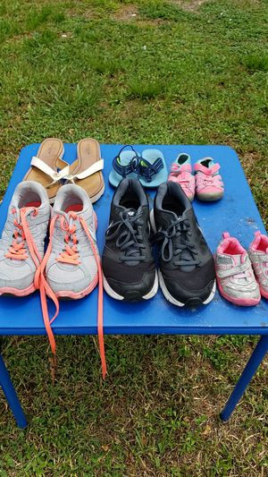 Free shoes for Sale in Tamarac, FL