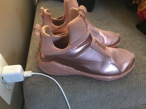 Puma sneakers women's size 8. for Sale in Bowie, MD