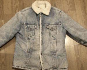 Men's Levi's jean jacket size XL for Sale in Pasadena, CA