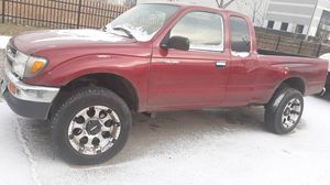 Toyota Tacoma 99 4x4 4 cilinder 2.4 automatic transmission. for Sale in Chicago, IL