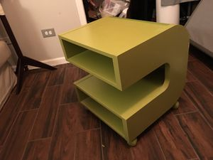Small shelf / TV stand for Sale in Chicago, IL