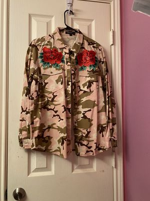 CAMO AND FLOWER BUTTON DOWN SHIRT for Sale in Tomball, TX