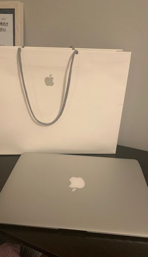"""Macbook Air 2017 11"""" for Sale in Naperville, IL"""