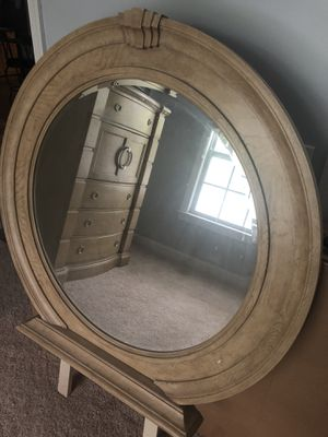 Beautiful Dresser Mirror for Sale in Cornelius, NC