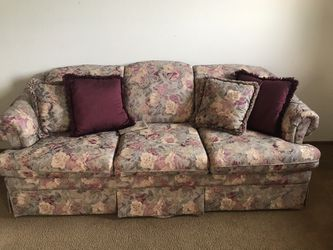 Hide-a-bed Floral Couch for Sale in Salem,  OR