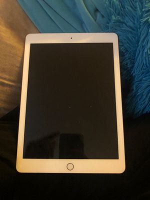 iPad 6th generation 128 GB GOLD for Sale in New Hradec, ND