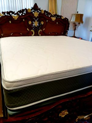 NEW KING PILLOW TOP MATTRESS WITH BOX SPRING. Bed frame is not available. Take it home the same day 👍 for Sale in Lake Worth, FL