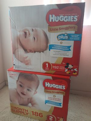 Sizes 1 and 2 Huggies almost 400 diapers for Sale in Chandler, AZ
