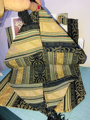 Jacquard Table Runner w/Tassels & Matching Placemats ~. Rand New In Original Packaging for Sale in Manassas, VA