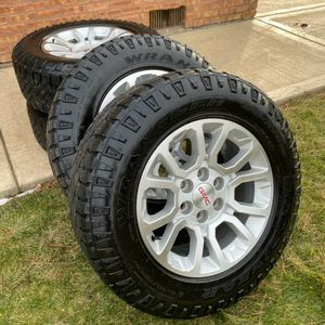 18 Inch Gm Wheels With Tires In Good Condition for Sale in Elgin, IL