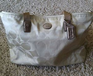 Coach hand bag for Sale in Grand Island, NE