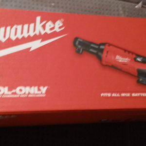 Milwaukee M12 3/8 racheting wrench for Sale in Bellingham, WA
