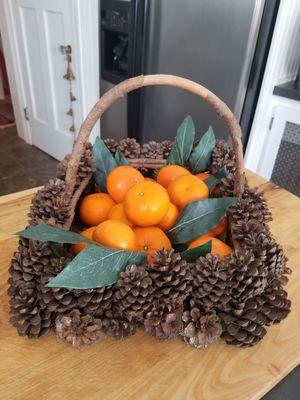 Beautiful vintage pinecone basket for Sale in Norfolk, VA