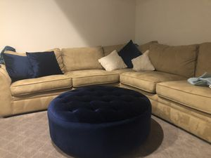 Large Tufted Ottoman. 40x40x13 for Sale in Ashburn, VA
