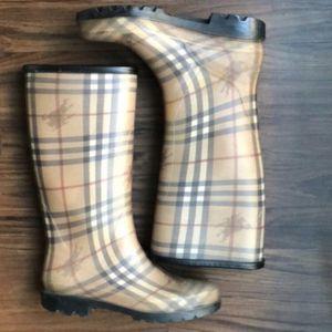 Burrberry Rain Boots for Sale in Fontana, CA