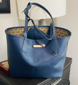NEW Authentic Michael Kors Large Reversible Tote for Sale in Lacey, WA