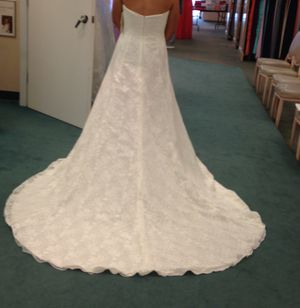 Wedding dress, David's Bridal, brand new, never worn, size 8 for Sale in Boise, ID