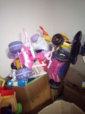 Free toys for Sale in Poinciana, FL